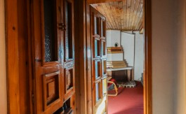 -Traditional 3 story house in central bansko