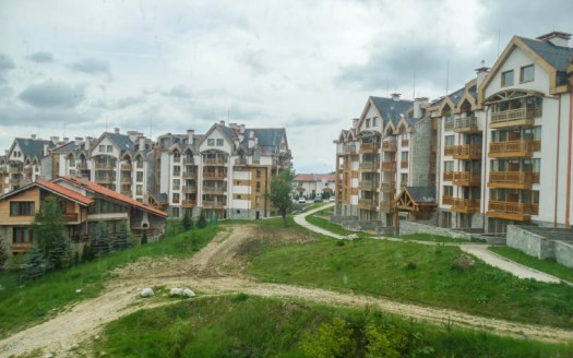 -Unfurnished 1 bed on Balkan Heights