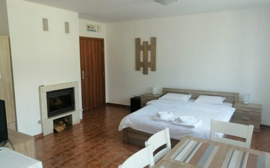 -Furnished studio on Old Inn
