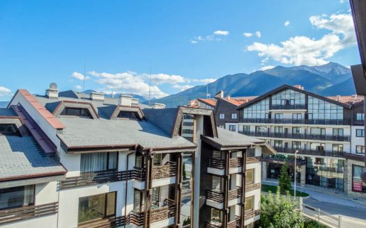 -Furnished 1 bed Penthouse on Aspen Golf