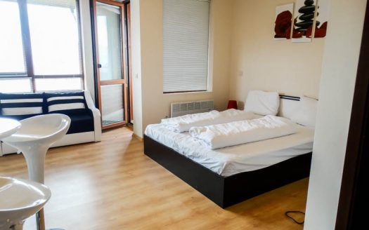 -Furnished studio on Panorama