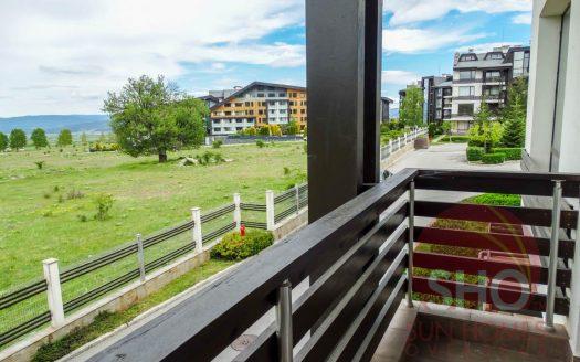 -Furnished studio on Aspen Golf