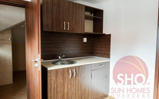 -Brand new 1 bed penthouse on Royal Park